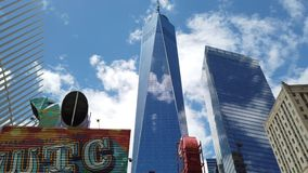 New York, NY, de V.S. Het Handelscentrum of Freedom Tower van One World in lager Manhattan wordt gevestigd dat Architecturale mod stock videobeelden