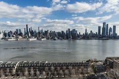 New York NY/eniga Tillstånd-December 26 2018 - sikt av westsiden av midtownen Manhattan royaltyfri fotografi