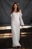 NEW YORK NY - Juni 16: En modell går landningsbanan på Claire Pettibone Spring 2015 brud- samlingsshow Royaltyfri Foto