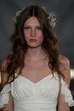NEW YORK NY - Juni 16: En modell går landningsbanan på Claire Pettibone Spring 2015 brud- samlingsshow Royaltyfria Bilder