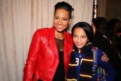 NEW YORK, NY - 19 MAGGIO: Alicia Keys ed il bambino modellano prima della sfilata di moda dei bambini di Ralph Lauren Fall 14 Immagine Stock