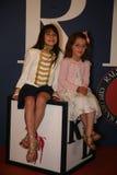 NEW YORK, NY - 19 MEI: Een jong geitjegast vóór baan in Ralph Lauren Fall 14 de Modeshow van de Kinderen Stock Foto's