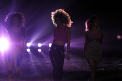 NEW YORK, NY - 13 NOVEMBER: De het Neonwildernis van de muziekband presteert op de baan bij de Modeshow van Victoria's Secret van  Stock Fotografie