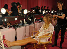 NEW YORK, NY - NOVEMBER 13: Model Constance Jablonski prepares at the 2013 Victoria's Secret Fashion Show Royalty Free Stock Images