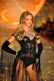 NEW YORK, NY - NOVEMBER 13: Model Erin Heatherton walks in the 2013 Victoria's Secret Fashion Show Stock Images