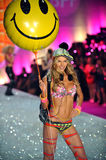 NEW YORK, NY - NOVEMBER 13: Model Jessica Hart walks the runway at the 2013 Victoria's Secret Fashion Show Royalty Free Stock Images
