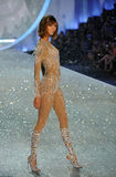 NEW YORK, NY - NOVEMBER 13: Model Karlie Kloss walks the runway at the 2013 Victoria's Secret Fashion Show Royalty Free Stock Photography