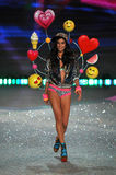 NEW YORK, NY - NOVEMBER 13: Model Sara Sampaio walks the runway at the 2013 Victoria's Secret Fashion Show Royalty Free Stock Photography