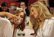 NEW YORK, NY - NOVEMBER 13: Models Karlie Kloss ( L) Toni Garrn (R) making faces for phone snapshots backstage Royalty Free Stock Photos