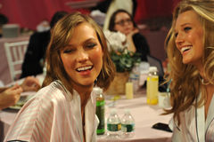 NEW YORK, NY - NOVEMBER 13: Models Karlie Kloss ( L) Toni Garrn (R) making faces for phone snapshots backstage Stock Image