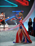 NEW YORK, NY - NOVEMBER 13: Singer Taylor Swift perform at the 2013 Victoria's Secret Fashion Show Stock Photos