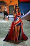 NEW YORK, NY - NOVEMBER 13: Singer Taylor Swift performs at the 2013 Victoria's Secret Fashion Show Stock Images