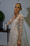 NEW YORK, NY - OCTOBER 13: Model makes informal modeling at the Carolina Herrera Bridal Presentation Royalty Free Stock Photography