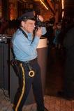 NEW YORK, NY - 31 OCTOBRE : Les invités dans des costumes mascaraed posant à la mode font la fête pendant l'événement de Hallowee Image libre de droits