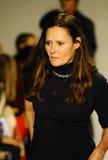 NEW YORK, NY - 19. OKTOBER: Deborah Huges-Sitzplatzgäste während der Bonnie Youngs-Vorschau am petitePARADE scherzt Mode-Woche Stockbilder