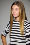 NEW YORK, NY - 19 OKTOBER: Een model loopt de baan tijdens de Bonnie Young-voorproef bij de Manierweek van petitePARADEjonge geit Royalty-vrije Stock Fotografie