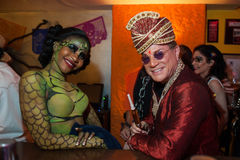 NEW YORK, NY - 31 OTTOBRE: Gli ospiti in costumi mascaraed che posano al modo fanno festa durante l'evento di Halloween Fotografia Stock Libera da Diritti