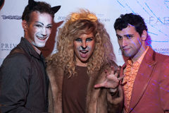 NEW YORK, NY - 31 OTTOBRE: Gli ospiti in costumi mascaraed che posano al modo fanno festa durante l'evento di Halloween Immagini Stock Libere da Diritti