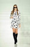 NEW YORK NY - SEPTEMBER 12: En modell går landningsbanan på den Ralph Lauren modeshowen Royaltyfria Foton