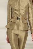 NEW YORK NY - SEPTEMBER 11: En modell går landningsbanan på den Ralph Lauren Spring 2015 modesamlingen Arkivbild