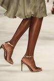 NEW YORK NY - SEPTEMBER 11: En modell går landningsbanan på den Ralph Lauren Spring 2015 modesamlingen Arkivfoto