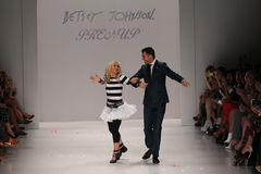 NEW YORK, NY - SEPTEMBER 10: (L-R) Designer Betsey Johnson and dancer Tony Dovolan perform on  the runway Stock Image