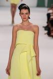 NEW YORK, NY - 08 SEPTEMBER: Modelantonia wesseloh loopt de baan bij de Carolina Herrera-modeshow Royalty-vrije Stock Foto's