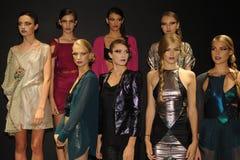 NEW YORK NY - SEPTEMBER 04: Modeller deltar i den Pamela Gonzales presentationen Arkivfoton