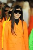 NEW YORK NY - SEPTEMBER 12: Modeller går landningsbanafinalen på den Ralph Lauren modeshowen Arkivfoton