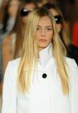 NEW YORK NY - SEPTEMBER 12: Modeller går landningsbanafinalen på den Ralph Lauren modeshowen Royaltyfri Foto