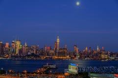 NEW YORK NY - SEPTEMBER 15, 2016: Sikt av MidtownManhattan horisont Fotografering för Bildbyråer