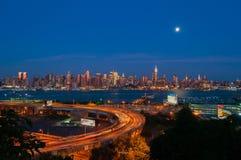 NEW YORK NY - SEPTEMBER 15, 2016: Sikt av MidtownManhattan horisont Royaltyfria Foton