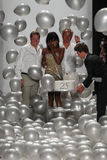 NEW YORK, NY - 9. SEPTEMBER: Weg James Mischkas (L) und Mark Badgleys die Rollbahn mit Naomi Campbell Lizenzfreies Stockfoto