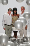 NEW YORK, NY - 9 SEPTEMBRE : Promenade de James Mischka (l) et de Mark Badgley la piste avec Naomi Campbell Image stock
