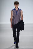 NEW YORK, NY - 4 SEPTEMBRE : Un modèle marche la piste au défilé de mode 2015 de Richard Chai Love Spring Photos stock
