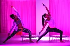 NEW YORK, NY - 3 SETTEMBRE: I modelli eseguono durante la manifestazione della pista di Athleta Fotografie Stock