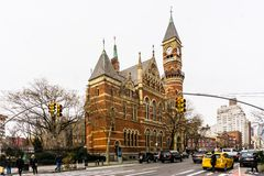 New York, NY/uniu estados 9 de dezembro de 2018: Tarde em Jefferson Market Branch, biblioteca pública do inverno de New York fotografia de stock royalty free