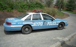 New York, NY, USA, circa 1996 Polizisten Auto auf Patrouille Lizenzfreie Stockfotos