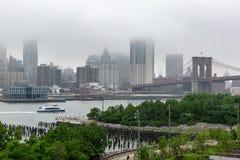 New York NY/USA - JUNI 01 2018: Lower Manhattanhorisont på ett f arkivfoto
