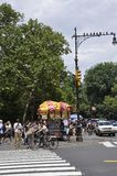 New York, o 1º de julho: Carro do alimento do Central Park no Midtown Manhattan de New York City no Estados Unidos Foto de Stock Royalty Free