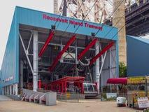 New York - o Estados Unidos, Roosevelt Island Tramway conecta Roosevelt Island ao Upper East Side de Manhattan imagens de stock