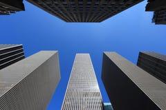 New York olha acima Fotos de Stock Royalty Free