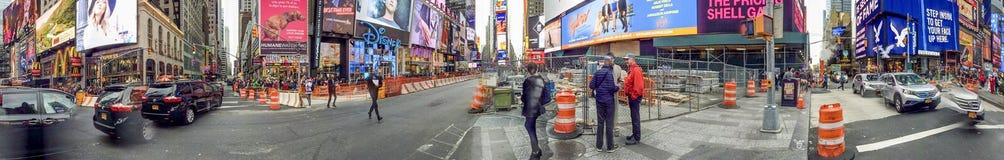NEW YORK - OTTOBRE 2015: Times Square di visita dei turisti Nuovo Y Immagini Stock Libere da Diritti