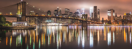 New York, panorama di notte, ponte di Brooklyn Immagine Stock Libera da Diritti