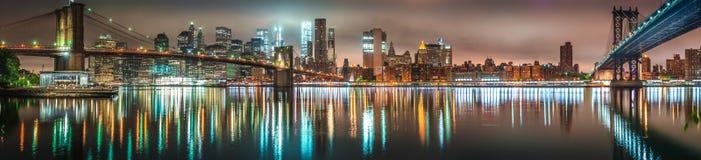 New York, panorama di notte, ponte di Brooklyn Fotografie Stock