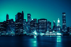 New York - Panorama van 's nachts de Horizon van Manhattan Stock Foto's