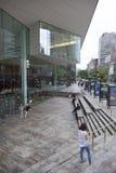 New York 12 september 2015: främre fasad av den Juilliard skolan på Arkivfoton