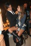 NEW YORK - SEPTEMBER 09: Modell Alessandra Ambrosio som får klar med i kulisserna makeup Royaltyfri Bild