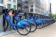NEW YORK - SEPTEMBER 02: Station för Citi cykelanslutning på September Fotografering för Bildbyråer