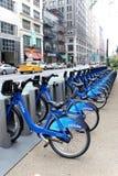 NEW YORK - SEPTEMBER 02: Station för Citi cykelanslutning på September Arkivbilder